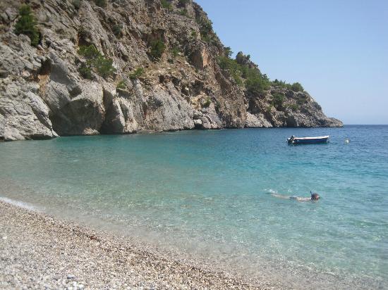 Astron Princess: Achata beach, perfekt snorkelstrand med grottor och klart vatten