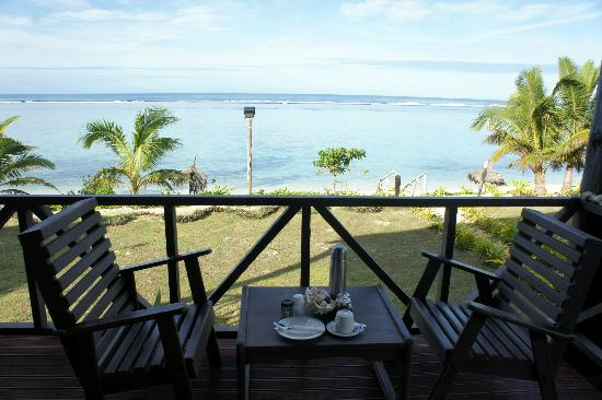 Namuka Bay Lagoon Resort: Dining area on porch