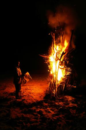 Namuka Bay Lagoon Resort: Bonfire on the beach
