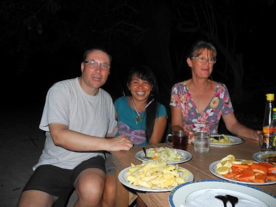 Wakatobi Hoga Diving: Abendessen am Strand