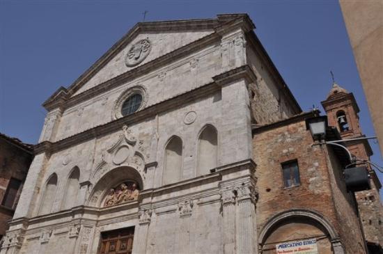 Chiesa di Sant'Agostino: ...die Fassade von Michelozzo...