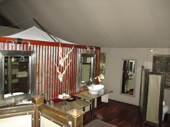 Chitabe Camp: Chitabe tent bath