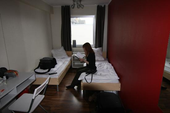 SMARTY Cologne City Center Hotel | Hostel | Boardinghouse : The double room with the very small beds