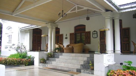 Manor House Kandy: le hall, une chambre de chaque côté