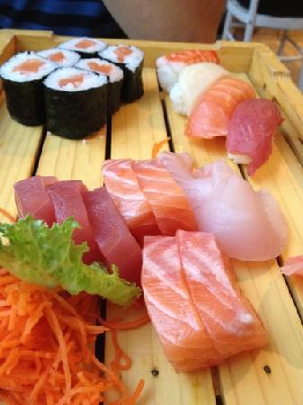 Sushi On Bloor: sashimi nigiri e sushi