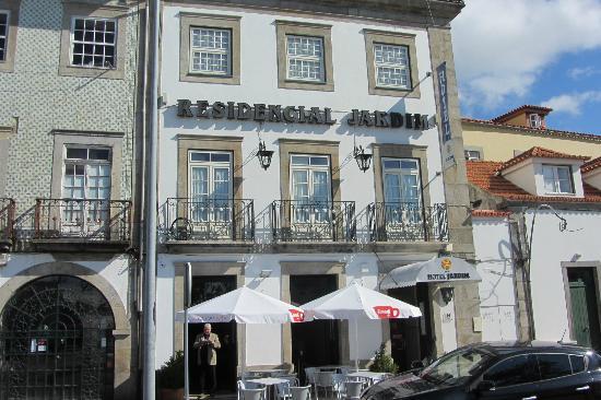 Hotel Jardim Viana Do Castelo: Vista da fachada do Hotel Jardim (antigo Residencial Jardim)