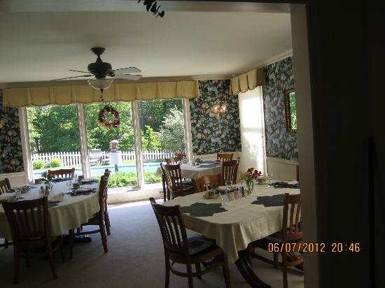 Wooden Duck B&B: The lovely breakfast room