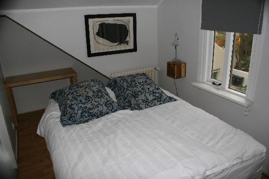 One of the cosy bedrooms in Loki 101 Guesthouse
