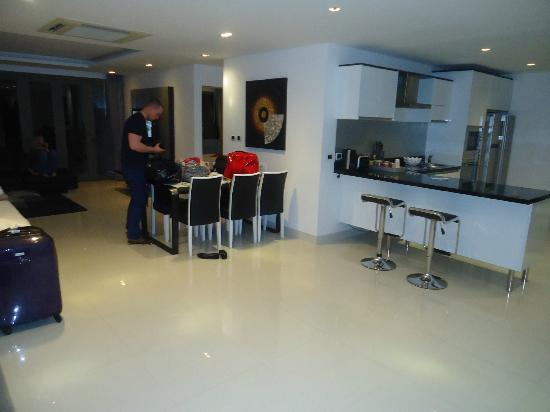 Absolute Nakalay Boutique Resort: Kitchen and Dining Area, with Lounge in the background