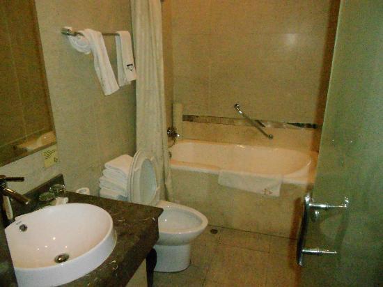 Jingyuan Courtyard Hotel: Bagno pulito