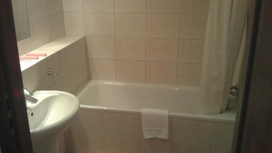 Airport Hotel Okecie: Bathroom