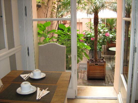 Hotel du Danube St. Germain: Vista al precioso patio interior