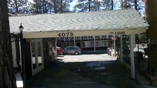 Avalon Lodge : Entry