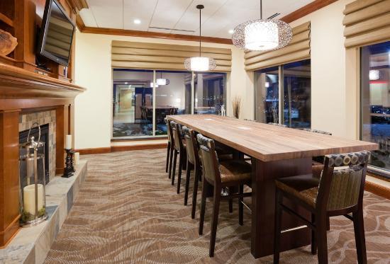 Hilton garden inn madison west middleton 149 1 7 1 for Dining room outlet reviews
