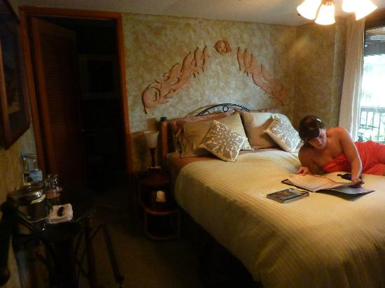 Aloha Guest House: Our Dolphin Bed Room