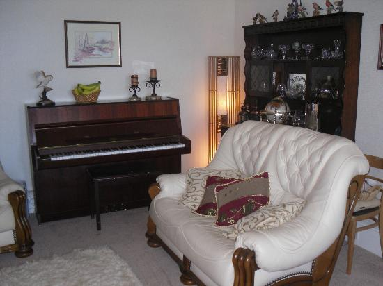 The Moorings: Guest Lounge