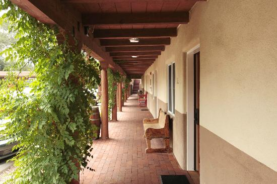 Old Santa Fe Inn: A view of one of our interior walkways.