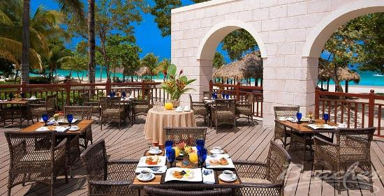 Beaches Negril Resort & Spa: Dining at Beaches Negril