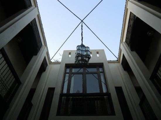 Riad Vanilla sma: View up from Lobby