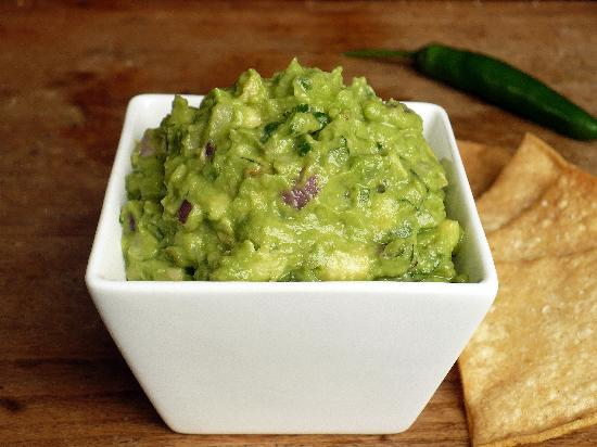 Old Santa Fe Inn: Summertime, fresh guacamole and chips every evening!