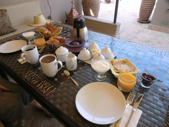 Riad Vanilla sma: Breakfast on the roof terrace