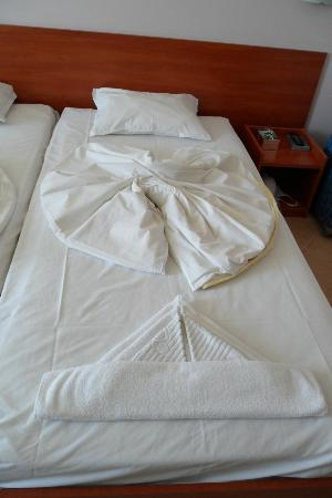 Ivana Palace Hotel: Out bed was made up like this some days (not all)