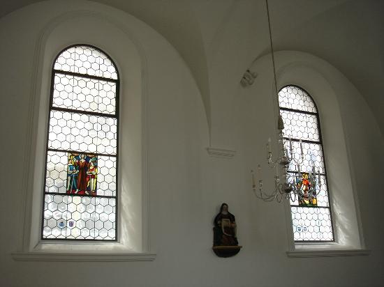 Bundeskapelle Brunnen: Glasfenster