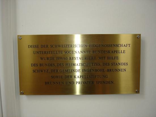 Bundeskapelle Brunnen: Hinweistafel in der Bundeskapelle