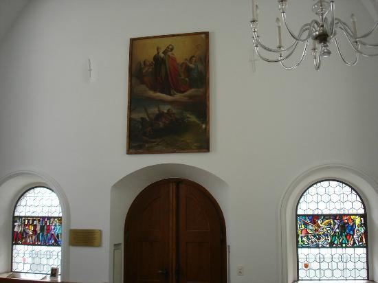 Brunnen, Switzerland: Eingangstür der Kapelle