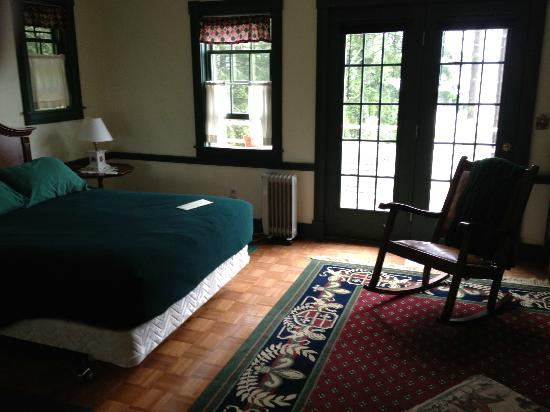 Acadia Bay Inn: The Hunt Room with French Doors leading to Balcony
