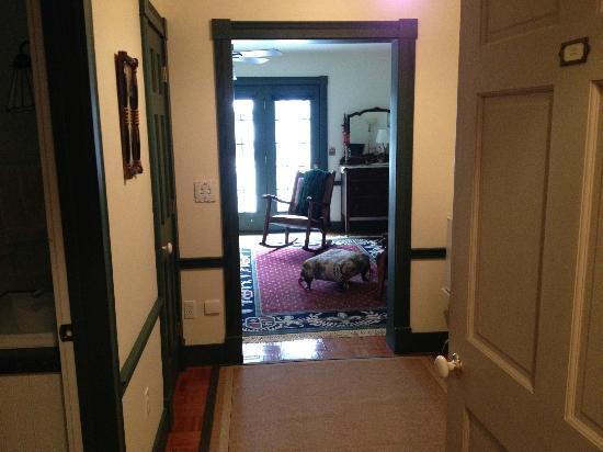 Acadia Bay Inn B&B: Entry into Hunt Room