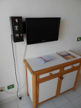 Babalu Apartments: Telly that you had to pay for the remote and then per hour