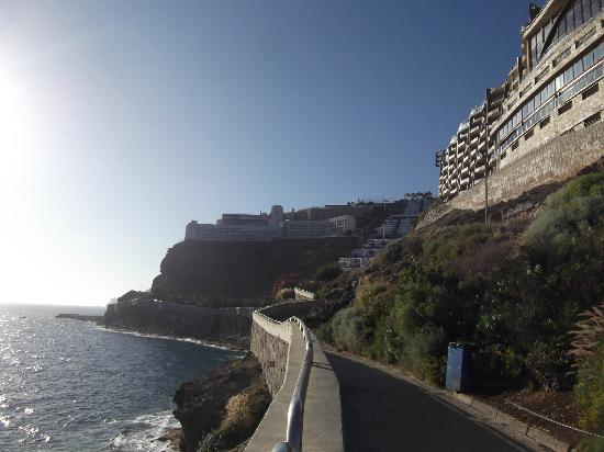 Babalu Apartments: Cliff path from Puerto Rico to Amadores