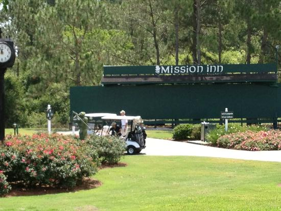 Mission Inn Resort & Club: The first tee area