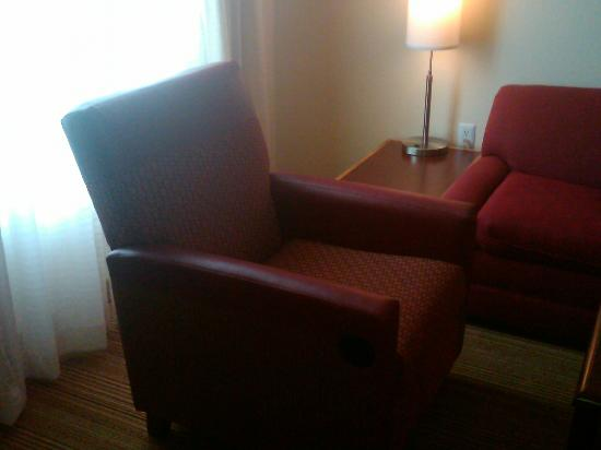 Residence Inn Waldorf: Recliner In Living Room