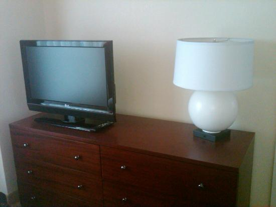 Residence Inn Waldorf: TV In Bedroom