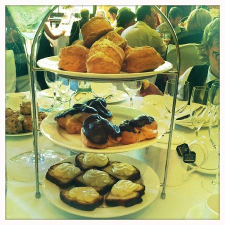 Swinfen Hall Hotel: Afternoon cakes