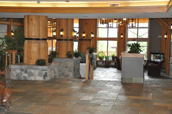 The Hillcrest Hotel, a Coast Resort: Lobby