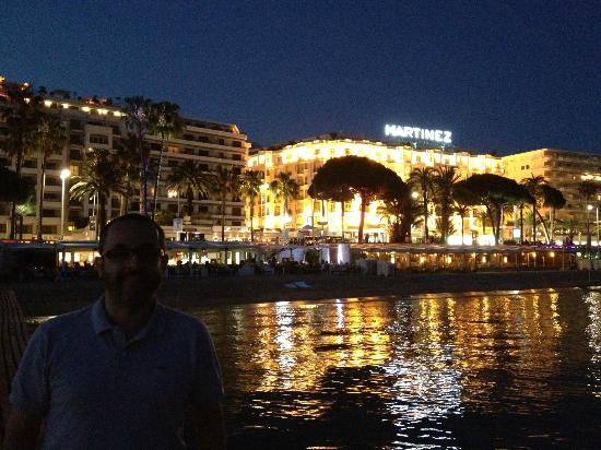 at night from the beach picture of hotel martinez cannes tripadvisor. Black Bedroom Furniture Sets. Home Design Ideas