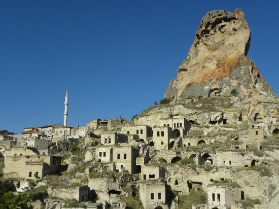 Alkabris: sur de la terrasse sur le village et la citadelle