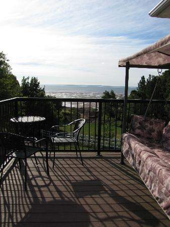 Lyons Cove Bed and Breakfast: Amethyst Suite view