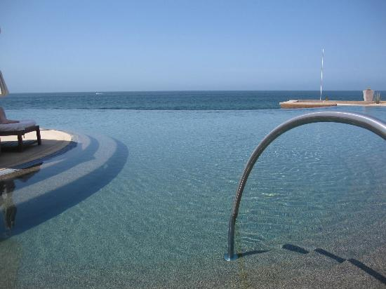 The Resort at Pedregal: Infinity pool
