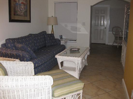 Barefoot Beach Resort: Living room - pull out couch