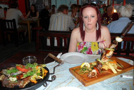 Hawaii Restaurant and bar Sunny Beach : The Skewer and my mixed meat main (name of I've forgotten)