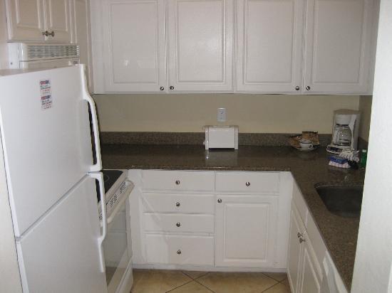 Barefoot Beach Resort: 1 bedroom condo kitchen