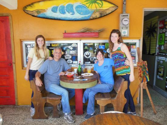 El Carey Cafe & Beach Shop: Very Casual Outdoor Seating