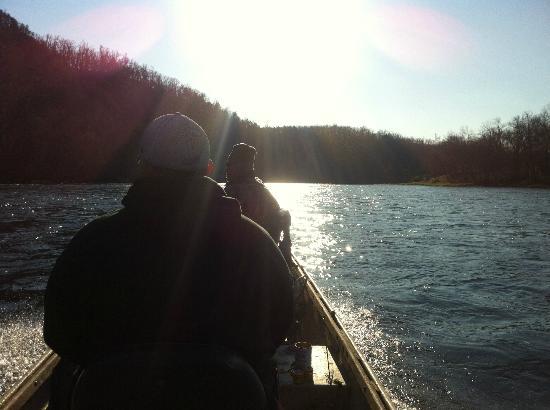 Wildcat Shoals Resort : Cruising up stream