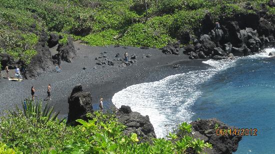 Wai'anapanapa State Park: the black sand beach