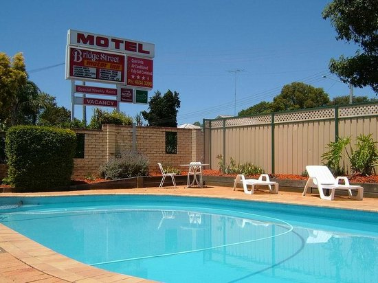 Bridge Street Motor Inn: Swimming Pool