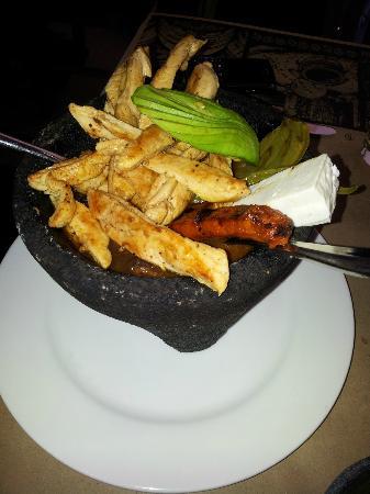 La Destileria - Reforma: chicken in a large rock bowl